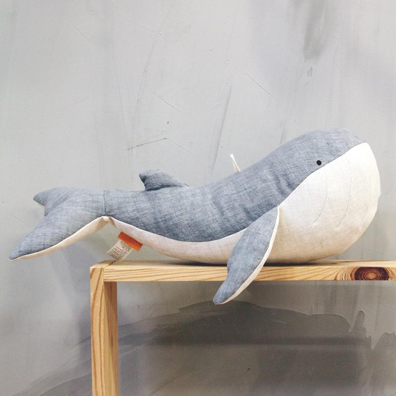 슈톨렌 흰수염고래 쿠션, 엄마고래