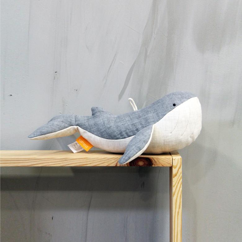 슈톨렌 흰수염고래 쿠션, 아기고래