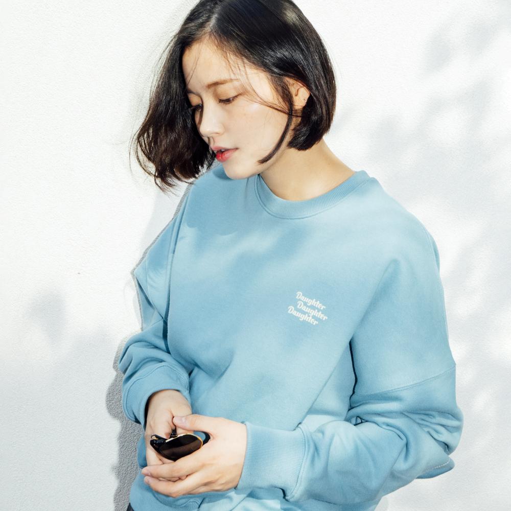 [셀럽 착용] 도우터 로고 프린티드 스웨트셔츠