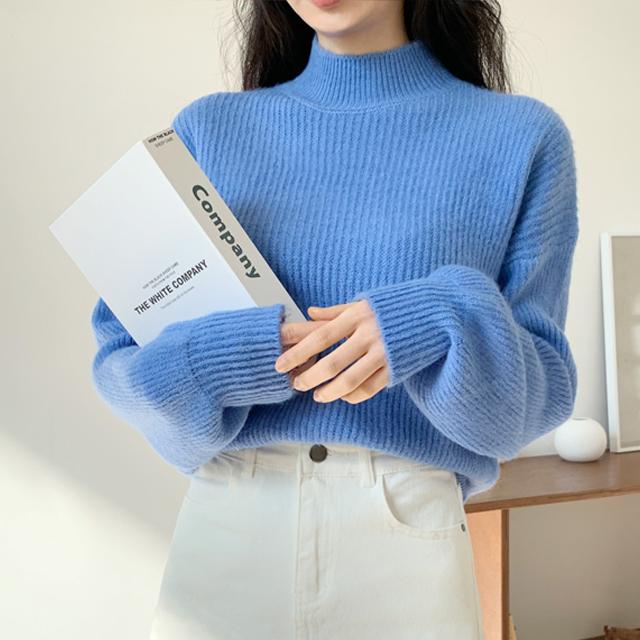 잘빠진 여성용 러브모드 반폴라 니트 스웨터