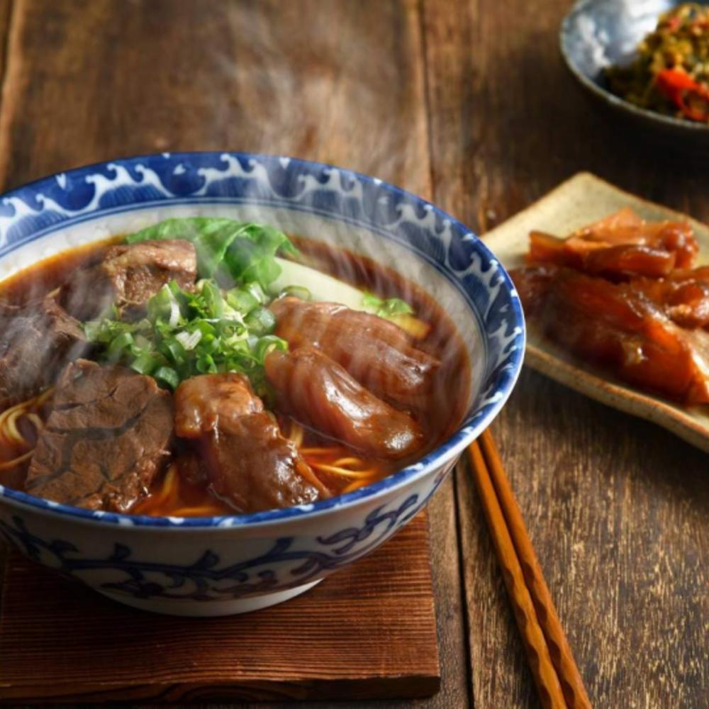 [대만] |타이페이| 우육면 & 치킨수프 튀긴 콩  미트 소스면
