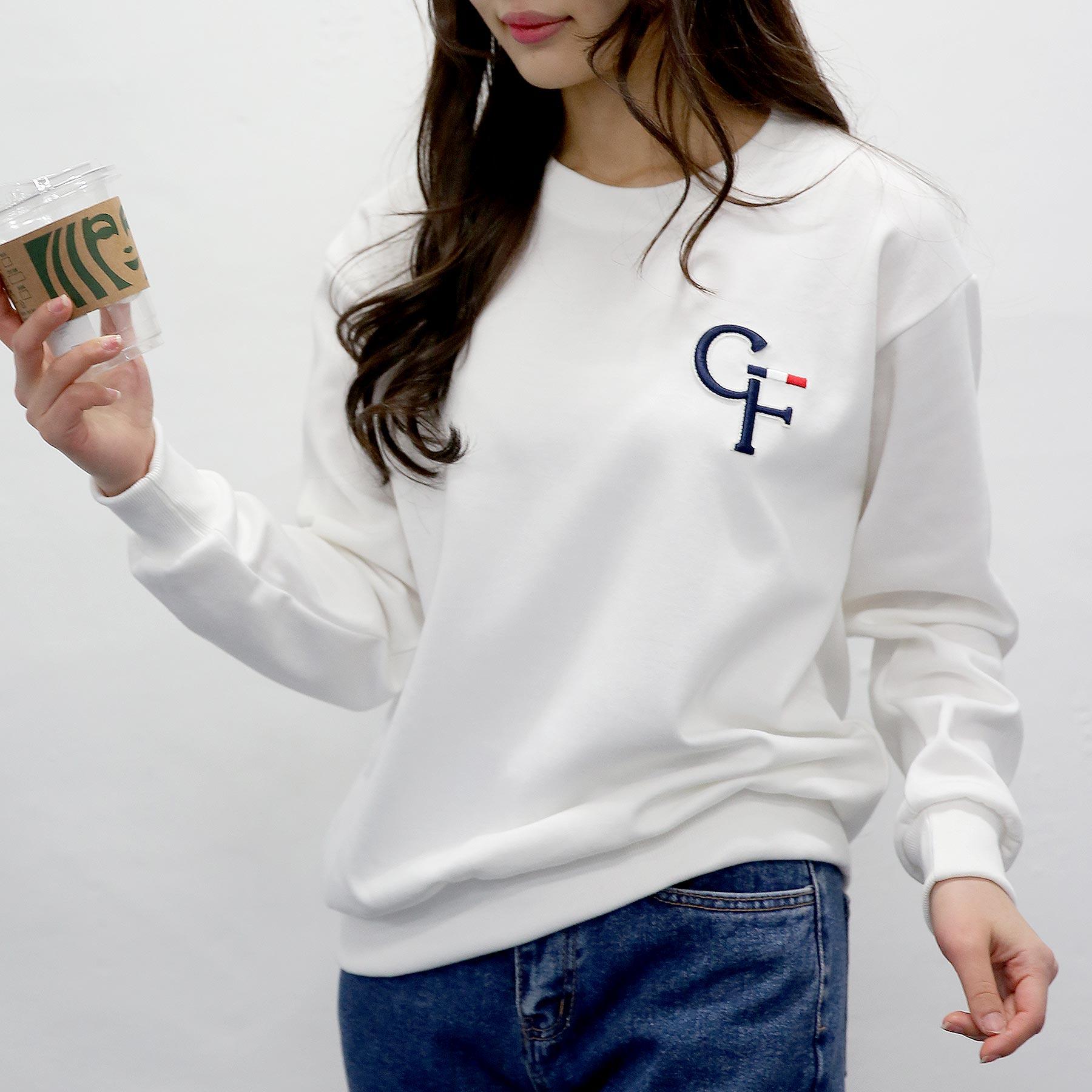 여자친9 시크한 영문 볼륨자수 맨투맨 빅사이즈 (S~2XL)