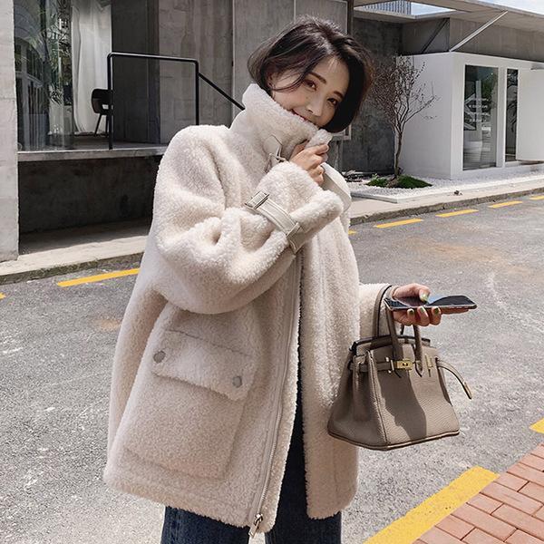 요즘 유행하는 세련된 터틀넥 손목 스트랩 포인트 따뜻한 양털 무스탕 자켓 데일리룩