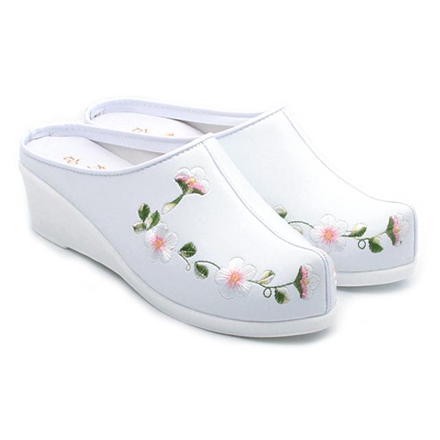 에스큐에스샵 여성 국산 5cm 중굽 한복슬리퍼 꽃자수 한복신발 전통 꽃신 통굽 웨딩슈즈 - 매화중숙