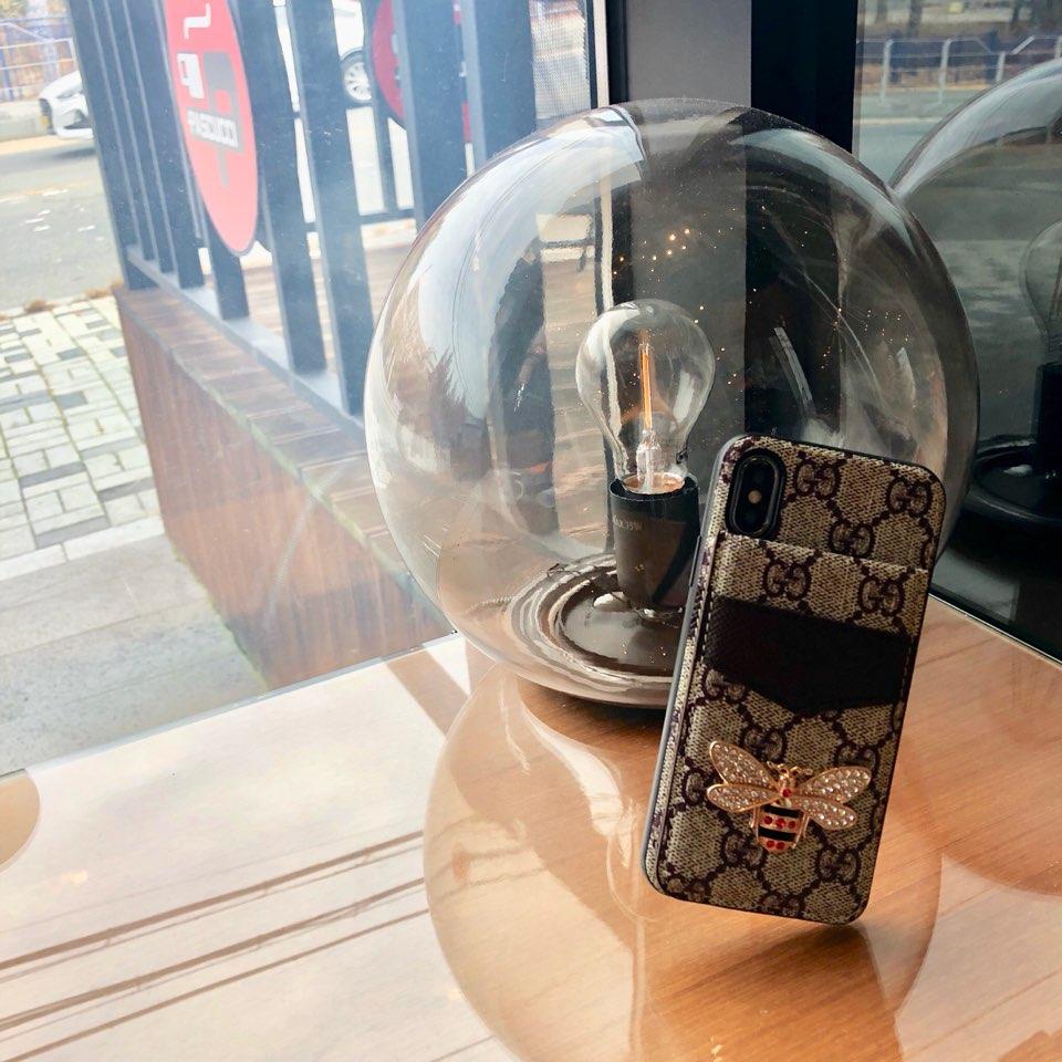 아이폰 갤럭시 전기종 명품 벌 가죽 카드지갑 케이스 선물구찌폰