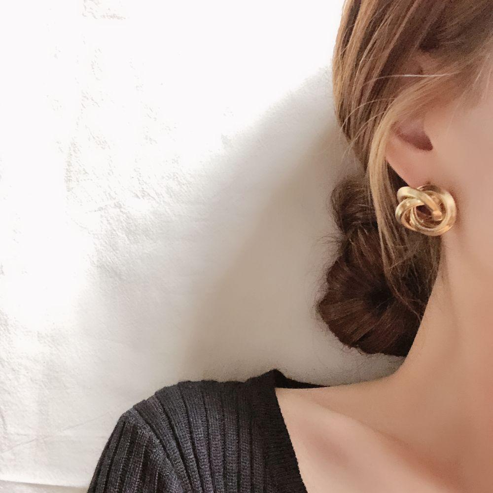 일루아샵 볼드 꼬임 링귀걸이 귀걸이