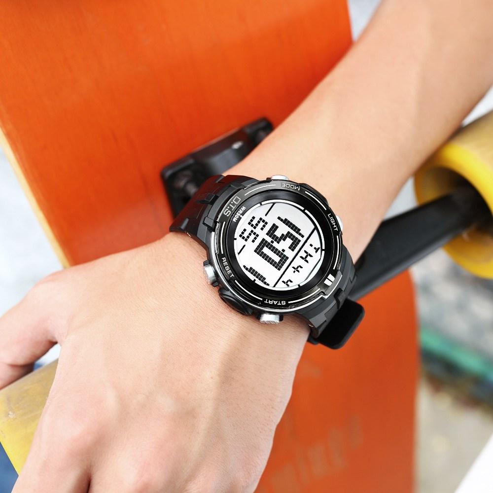 스마트워치 손목시계 남성중 학생 개념 트렌디한 개성