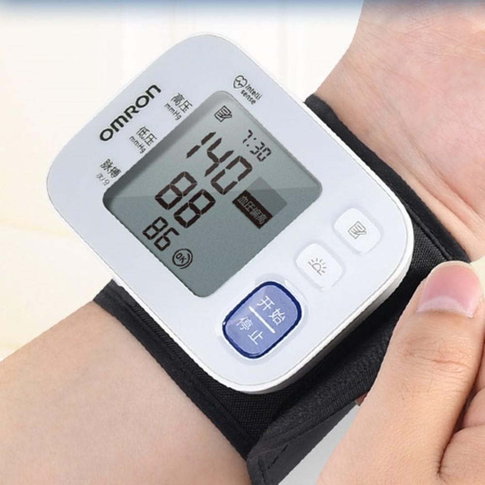 오므론 손목 손목형 혈압 재는 기계 측정기 체크기 혈압계 혈압기 가정용, 단일개