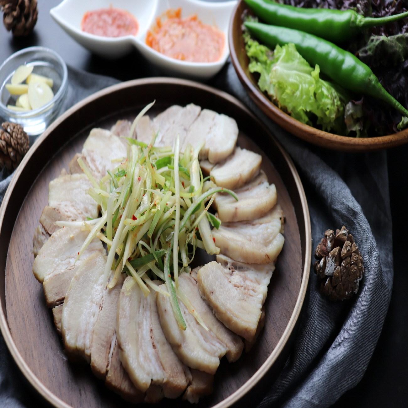 [더드림푸드몰] 통돼지 고기 삼겹 마늘 보쌈 삼겹살 혼술 수육 220g, 1팩, 200g