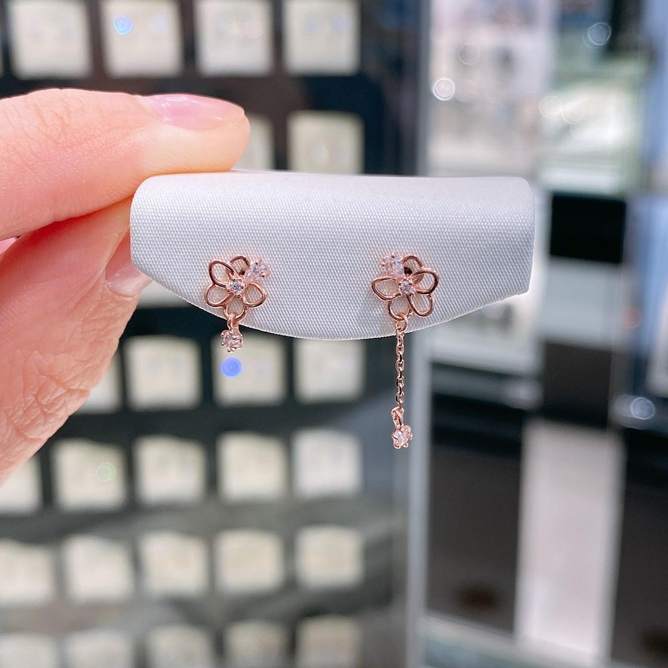 로이드 러블리 꽃잎 드롭 10K Gold 귀걸이 인천뉴코아점
