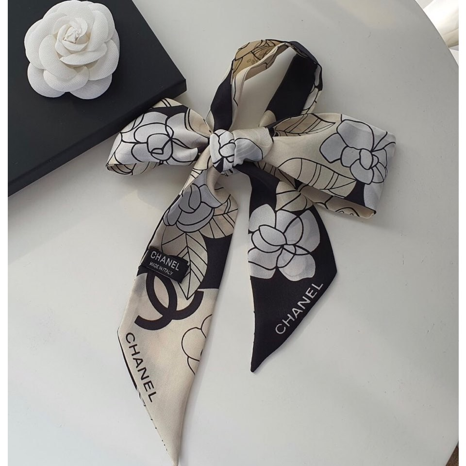 샌드마켓 까멜리아 동백꽃 플라워 패턴 실크 100 쁘띠 스카프 트윌리