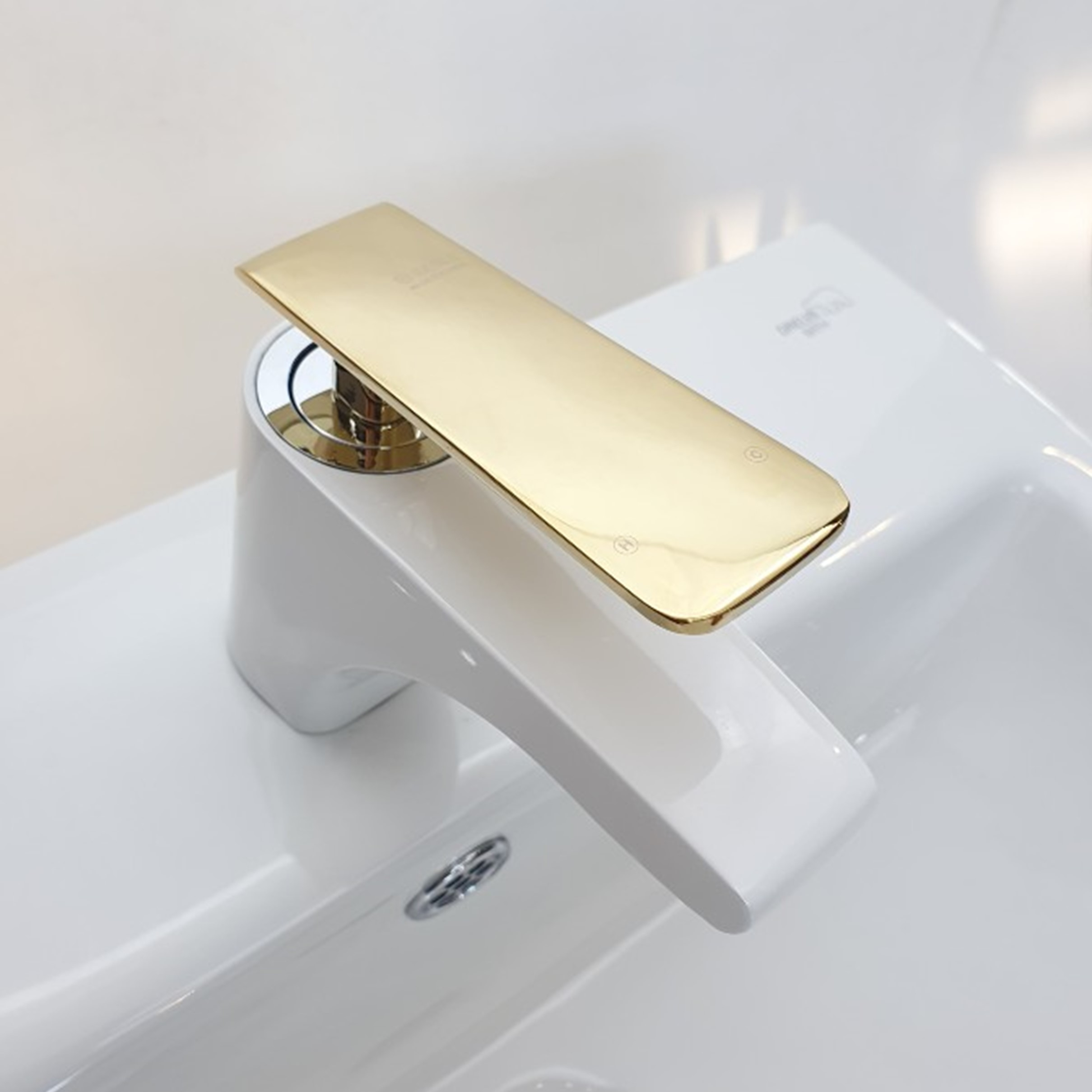 이레타일 골드수전 원홀세면 욕실수도꼭지 세면대수전 욕실수전 세면대수전(이글) WHITE&GOLD, 1개