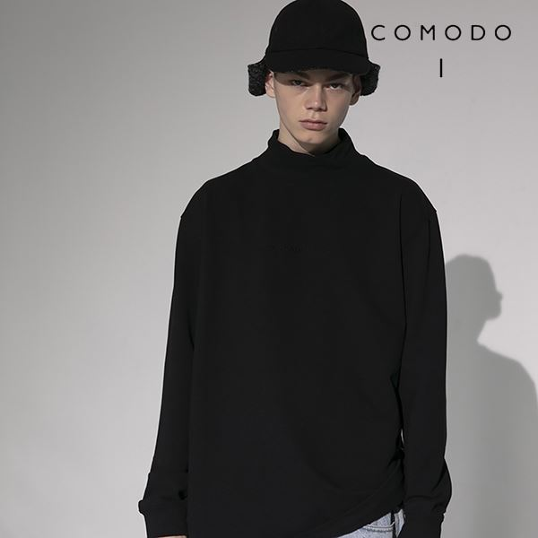 COMODO 코모도 블랙 남성 로고자수 모크넥 티셔츠