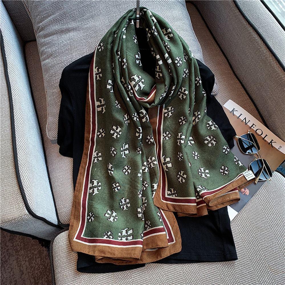 브랜드 여성 명품 스카프 럭셔리 패턴 세련된 봄 가을
