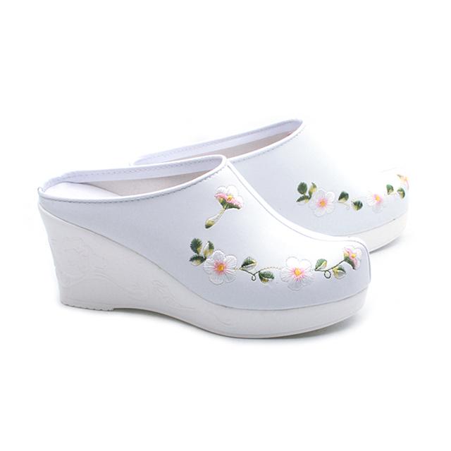에스큐에스샵 여성 8cm 상굽 한복신발 꽃자수 한복슬리퍼 전통 꽃신 통굽 웨딩슈즈 - 매화상숙
