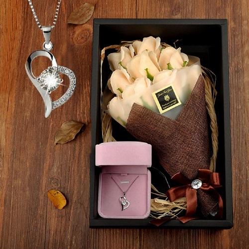 [ 은목걸이 + 비누꽃다발 ] 여자친구 선물 20대여자생일선물 10대여자생일선물 특별한선물 첫월급선물 커플 기념일 200일 여친 감동 선물, 샴페인골드+하트목걸이
