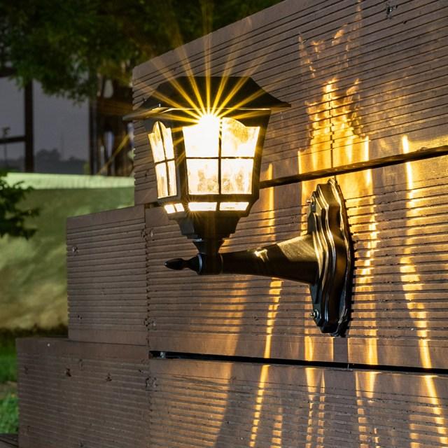 Coms LED 태양광 정원등 태양열 잔디등 야외 조명, 벽면 거치 무늬형 ER177