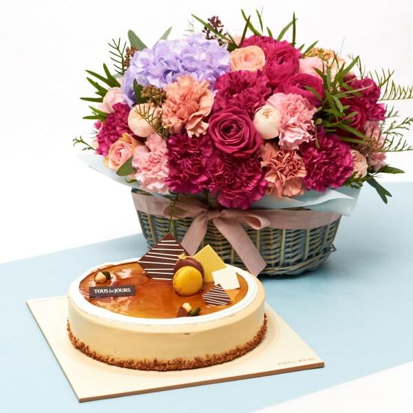 뚜레쥬르 모카케익+프랑디 카네이션꽃바구니 꽃배달 어버이날 선물