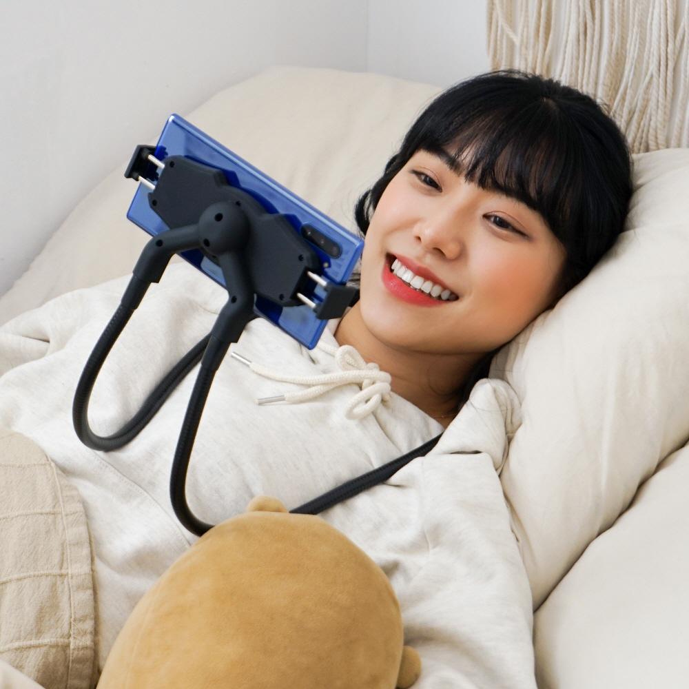 마켓브릭 만능 침대 누워서 보는 핸드폰 목걸이 거치대 자바라 휴대폰 목에거는 코브라 스마트폰 스탠드
