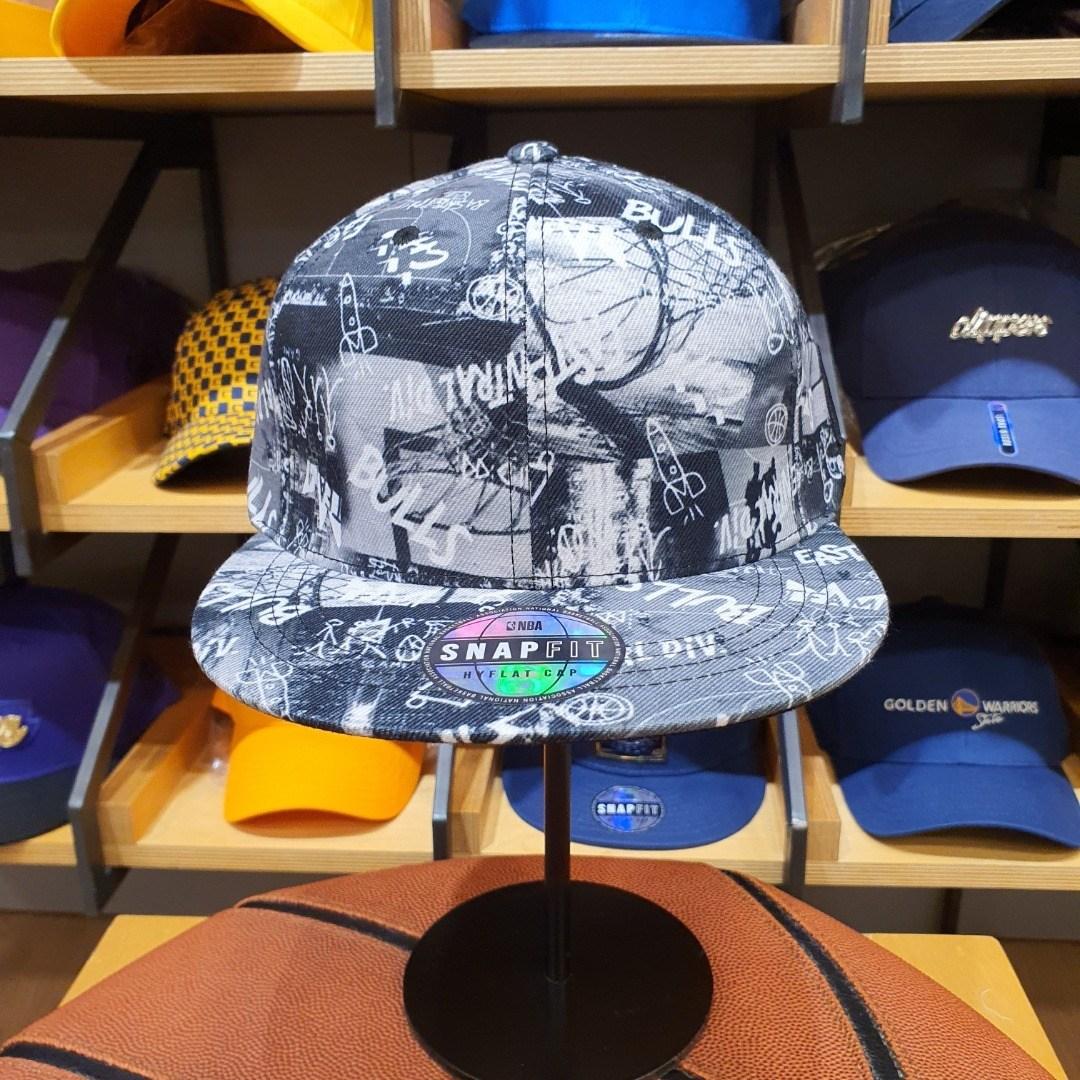 NBA 남여공용 시카고불스 CHI BULLS 그래피티 프린트 HYFLAT CAP 스냅백 모자