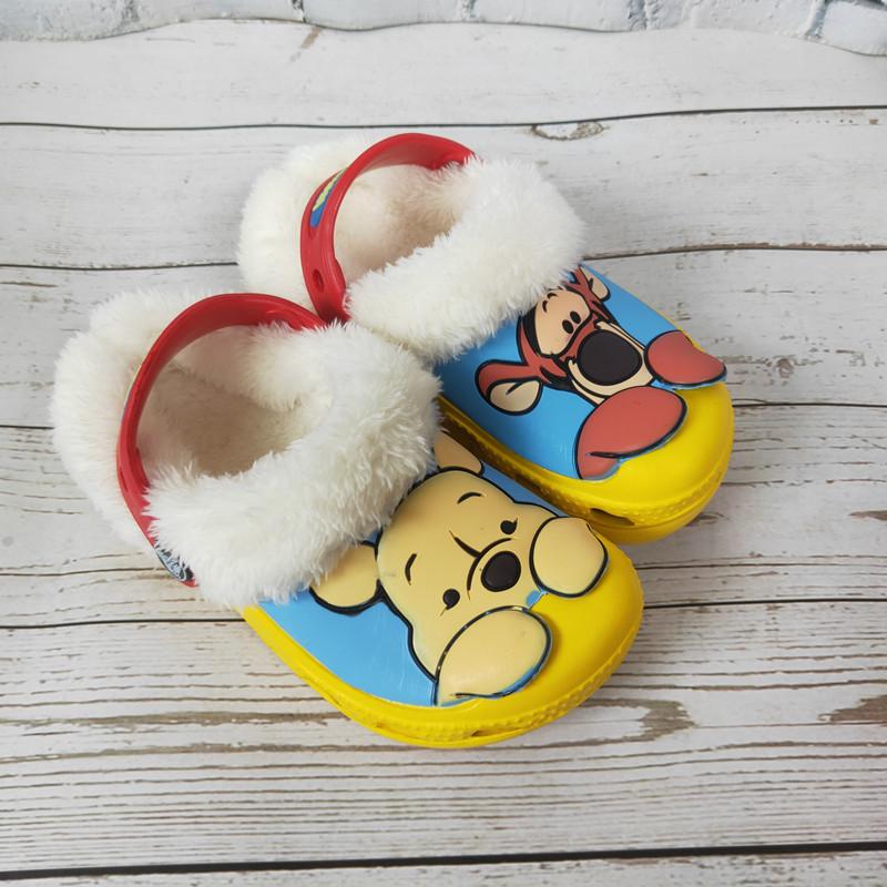 크록스털신키즈 겨울과 여름에 소년과 소녀를위한 악어 구멍 신발 어린이를위한 따뜻한 면화 신발 플러스