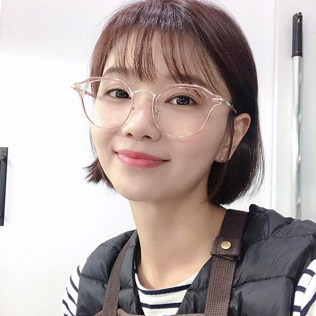 (바이원아이즈) 캠핑클럽 이진 안경테 디자인 투명 핑크 하금테 연예인 안경
