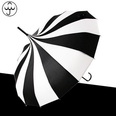 잡화 장마철대비 방풍 방수 특이한우산 16골 클래식 블랙&화이트 스트라이프 보탑