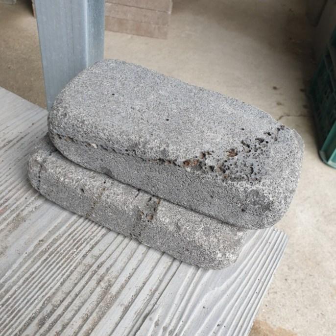 제이브릭 정원 마당 잔디 화단 조경 경계석 둥글이 현무암 벽돌 굴림형 6장 1박스