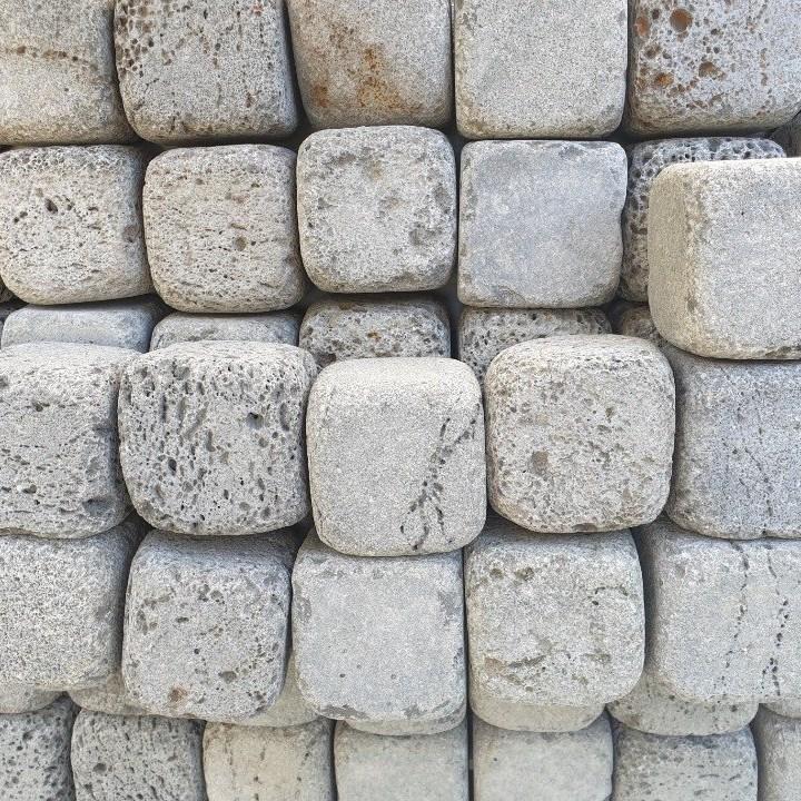 제이브릭 정원 마당 잔디 화단 바닥재 사고석 둥글이 현무암 굴림형 사구석 100x100x100 6장 1박스