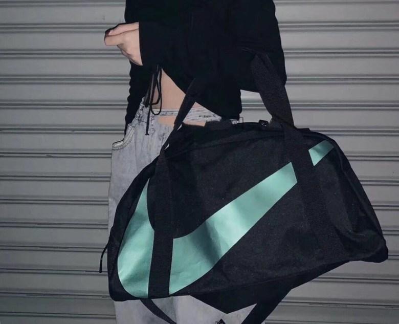 나이키 스포츠 헬스가방 더플백, 블랙 블루
