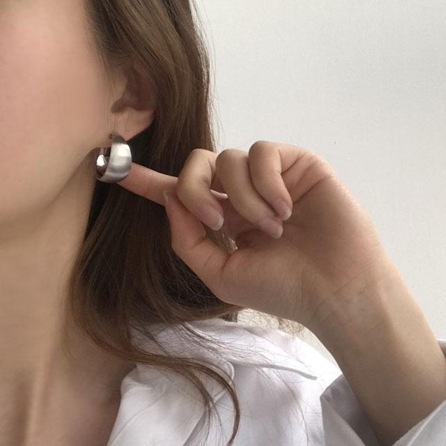 뷰랩 볼륨 볼드 원터치 링귀걸이 귀걸이
