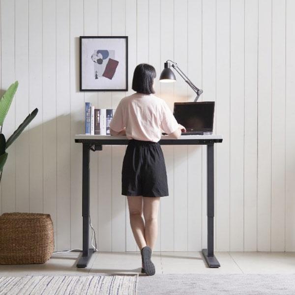 까로네까사 페이 1600 전동식 높낮이 조절 책상 yr131, 블랙+오크