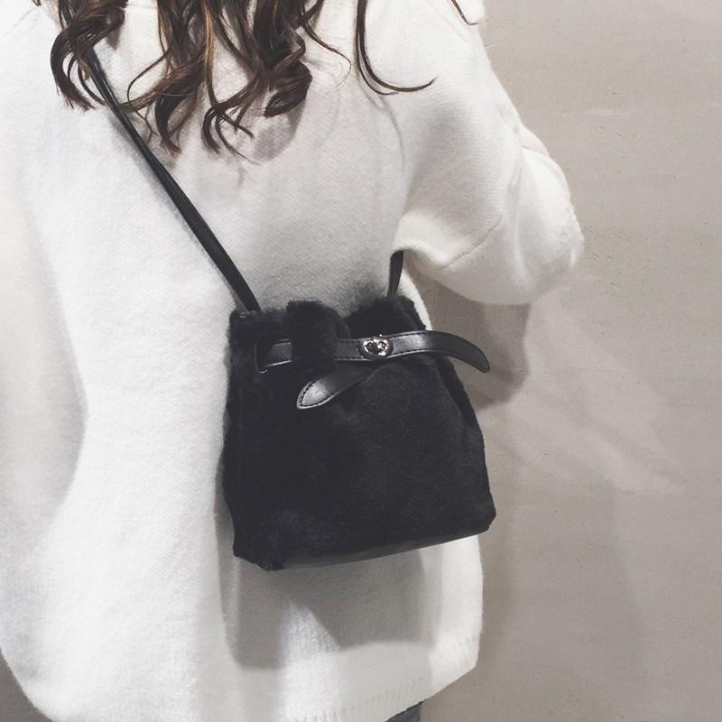 [스텔라] 여성겨울가방 귀여운 퍼가방 털가방 숄더백 크로스백 클러치백 패션가방Q06